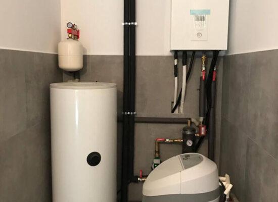 Maszynownia z pompą ciepła Panasonic i uzdatniaczem wody Klinika dentystyczna PowerDent